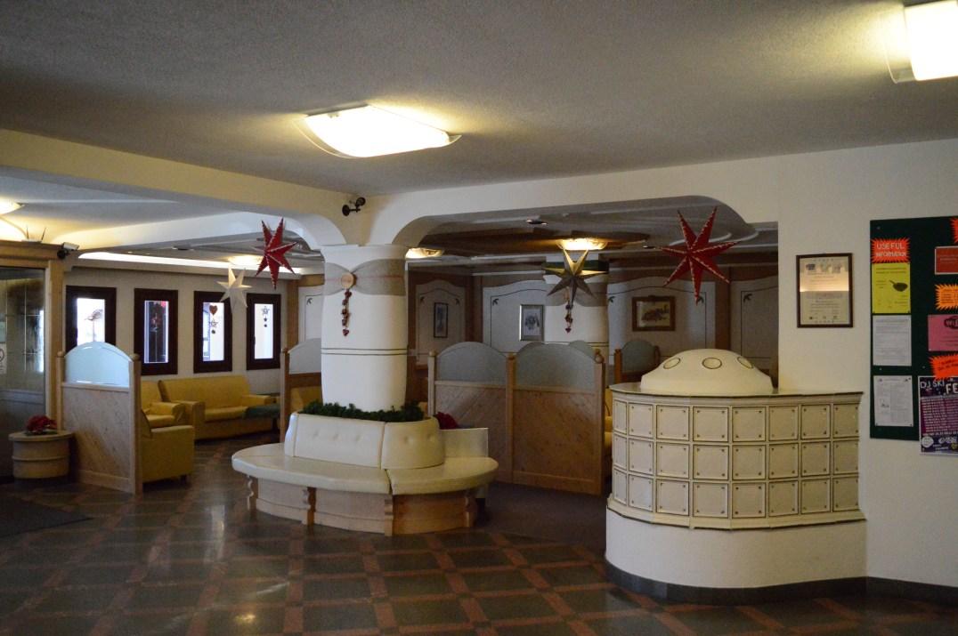 Aparthotel Des Alpes reception area