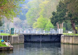 Cookham Lock on a rainy day on the River Thames