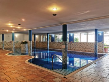 Swimming pool at Aparthotel Majestic