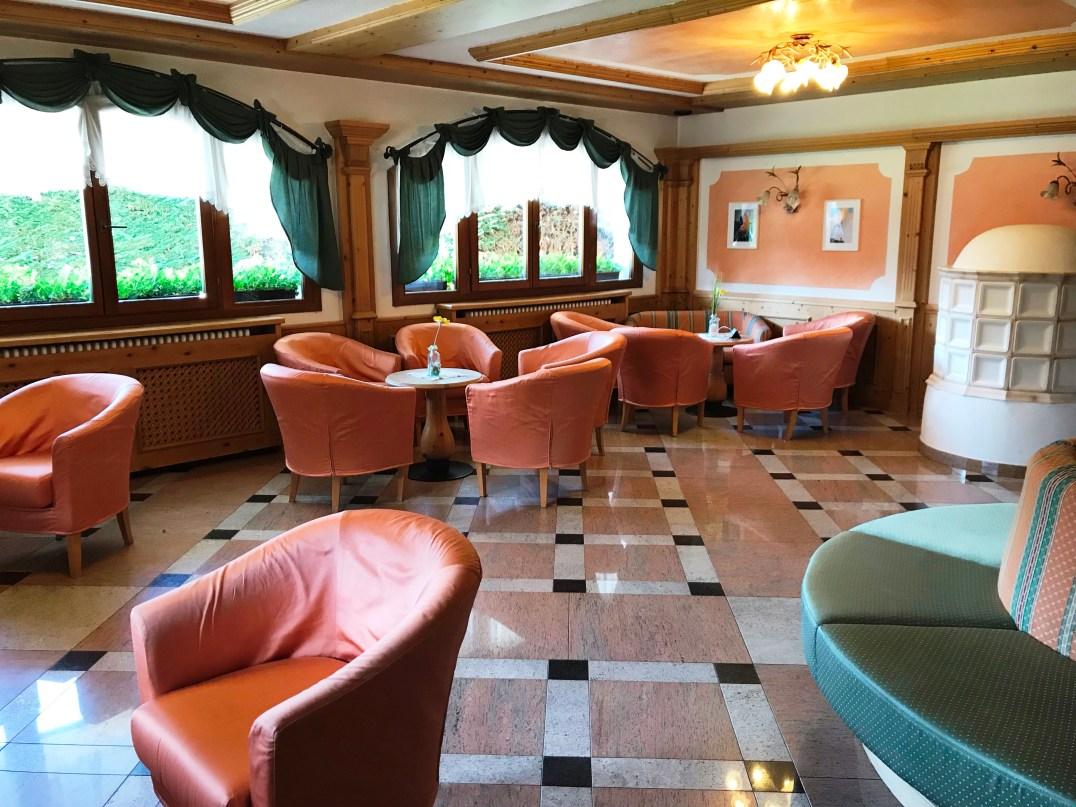 Wi-Fi lounge area at Aparthotel Majestic