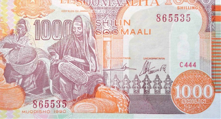 somalia 1000 shilling Banknote year 1990 front, featuring two women weaving baskets