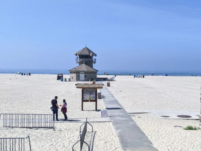 The lifeguard tower and a pathway on Coronado Beach leading to the ocean