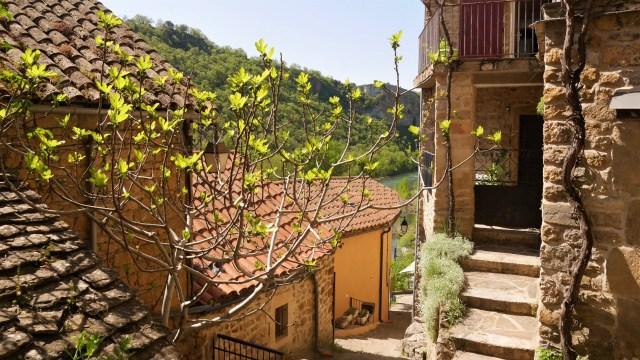 Peyre Aveyron Millau plus beau village de France blog voyage Arpenter le chemin