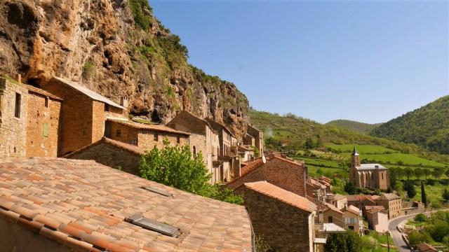 Peyre village troglodytique Aveyron Tarn blog voyage Arpenter le chemin