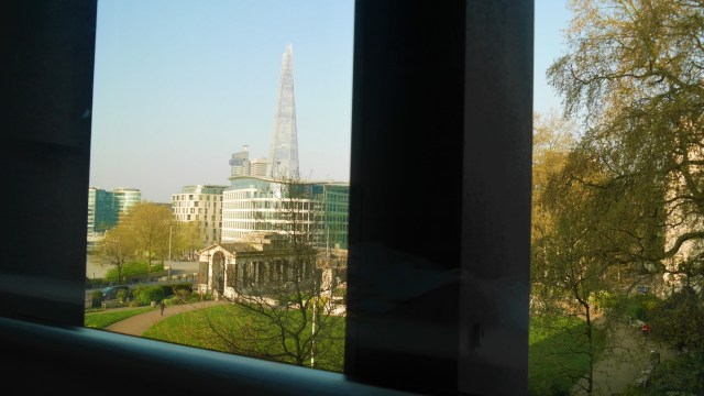 citizenM tower of london vue shard arpenter le chemin