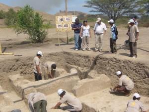 Hallan tumbas de nobleza chimú en centro ceremonial de huaca Santa Rosa en Lambayeque, Perú