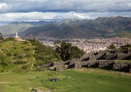 Excursión de un día!  Disfrute de una vista panorámica del Cusco mientras que gana un aprecio por la artesanía Inca en Sacsayhuaman.  (Fotografía de Erika Skogg)