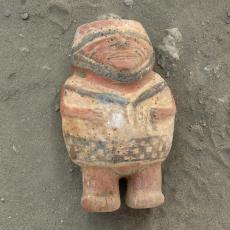 Botella escultórica Botella escultórica chimú-inca, hallada en el complejo arqueológico de Chotuna Chornancap. Foto: Carlos Wester La Torre