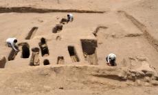 Cementerio chimú-inca Cementerio chimú-inca situado al norte de la Huaca Chornancap, en el complejo arqueológico de Chotuna Chornancap, un antiguo centro ceremonial de la cultura lambayeque. Foto: Carlos Wester La Torre