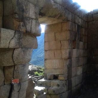Separación de rocas en Machu Picchu se debe a terremoto de por lo menos magnitud 6.5, registrado en 1450 aproximadamente.