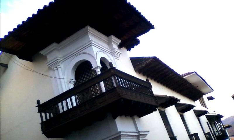 Cusco: puertas, ventanas y balcones