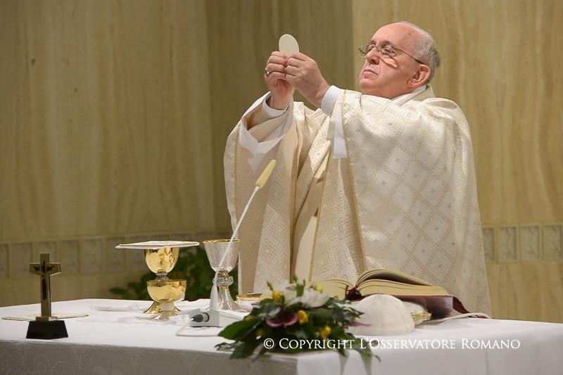 """El Papa en Sta. Marta: """"Rezar sin decir 'Padre', sin sentirse hijos, es orar como paganos"""""""