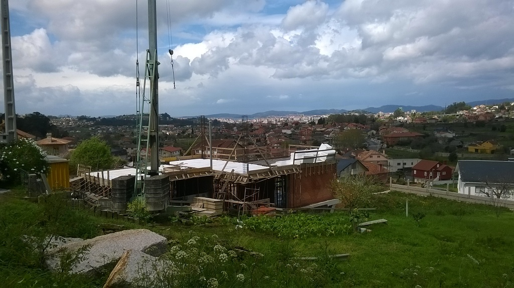 La obra de la casa en bembrive vigo va cogiendo forma rodrigo curr s torres arquitecto - Arquitectos en vigo ...