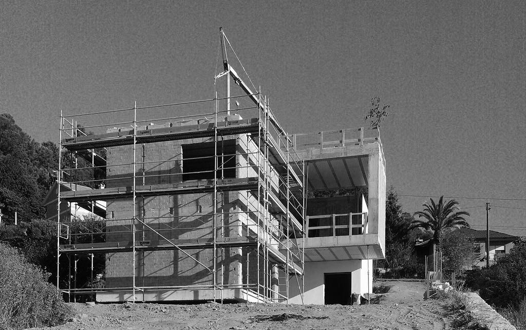 Construcci n de m dulos y voladizos casa en vigo rodrigo curr s torres arquitecto - Arquitectos vigo ...