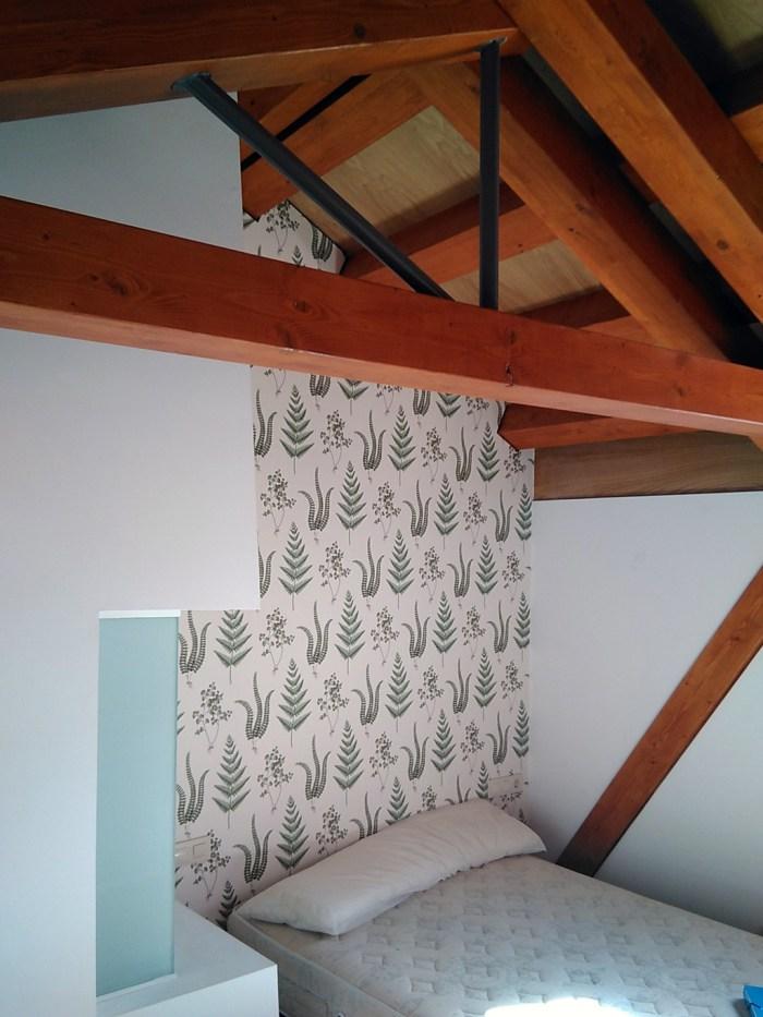 arquitecto-vivienda-marin-dormitorio-campana-claraboya-piso-inferior-cercha-madera-pendolon-acero-curras