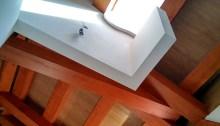 arquitectos-vivienda-atico-marin-claraboya-escaleras-cercha-madera-curras