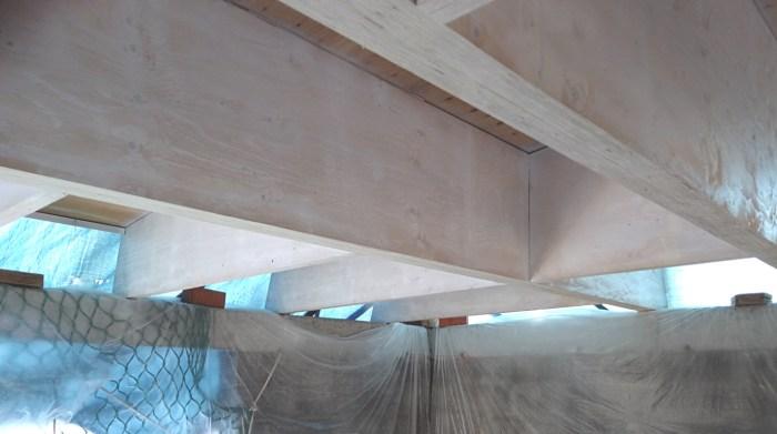 pintando-techo-estructura-madera-arquitectura-kerto-lvl-microlaminada-finland-architect-torres