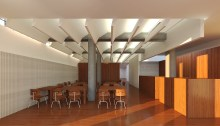 proyecto-diseno-cafeteria-restaurante-arquitecto-moana-cangas-vigo-interiorismo-madera-arquitectura-deflectores-lamas-hojas-techo-laminas