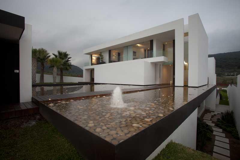 Casa del agua a a a almaz n y arquitectos asociados for Interiorismo almazan