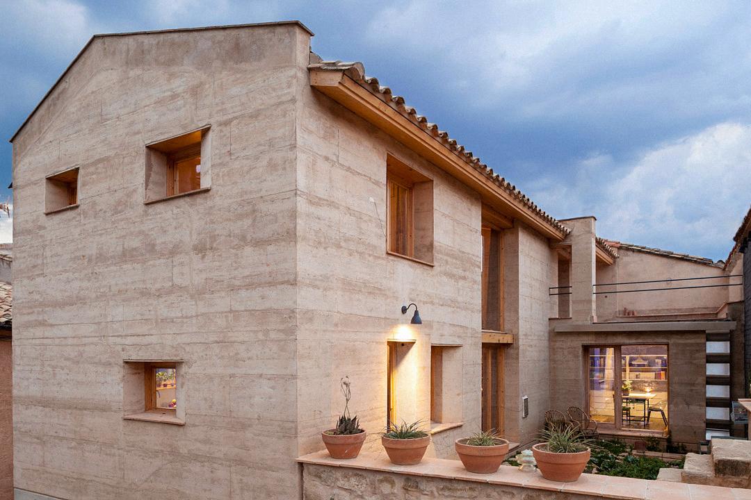 Casa de tapial edra estudio de arquitectura - La casa de la construccion ...