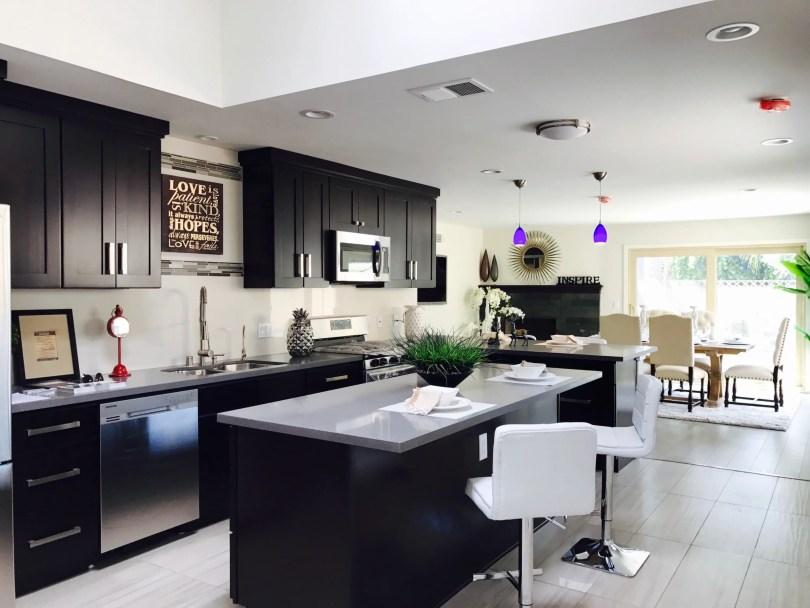 Diseños de cocinas con muebles negros