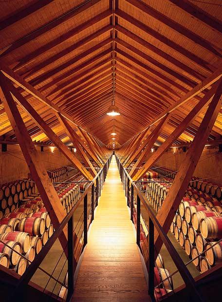 Moneo hizo dormir las barricas, en Navarra, bajo madera