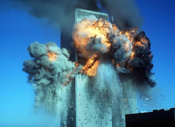 El momento de la explosión de las Torres Sur del Wolrd Trade Center tras el choque del segundo avión - Foto: Archivo La Nacion.com