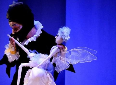 """FOLHA GENTE: Espetáculo premiado """"O Malefício da Mariposa"""" terá única apresentação em Paranaguá 3"""