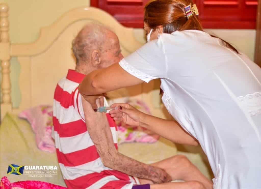 Guaratuba inicia vacinação de idosos com mais de 90 anos 4