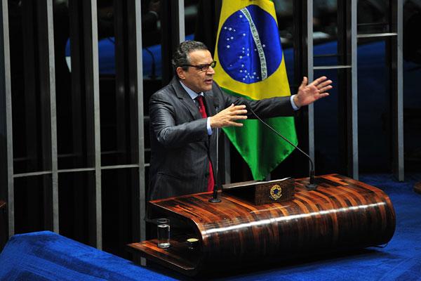 Henrique Eduardo Alves, com apoio declarado da maioria dos deputados, é o favorito