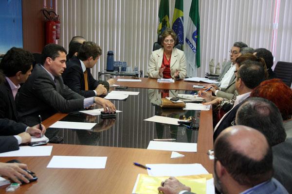 Rosalba Ciarlini reuniu auxiliares e afirmou que pagamento dos servidores era prioridade