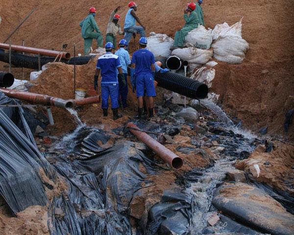Obras provisórias de drenagem e esgoto não foram concluídas