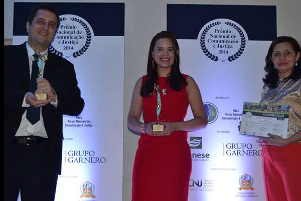 Juliano Freire, Juliska Azevedo e Luciana Silveira na premiação