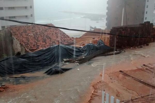 Obras em Mãe Luíza estão paradas e Defesa Civil está em alerta