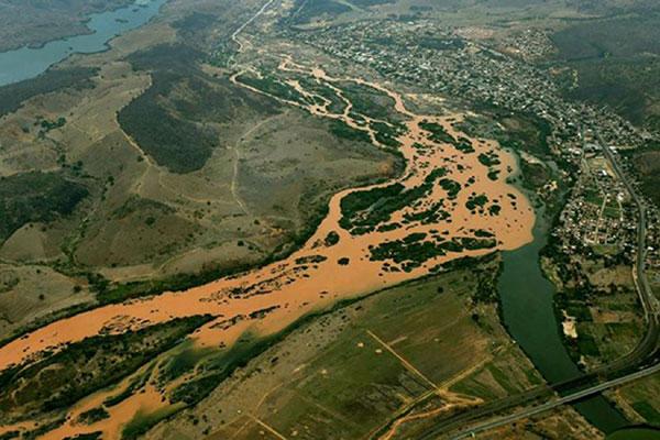 Além dos R$ 250 milhões aplicados pelo Ibama, governo de Minas Gerais multa Samarco em R$ 112 milhões pelo desastre ambiental