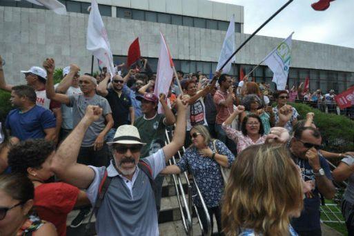 Servidores ocuparam entrada principal da Assembleia Legislativa