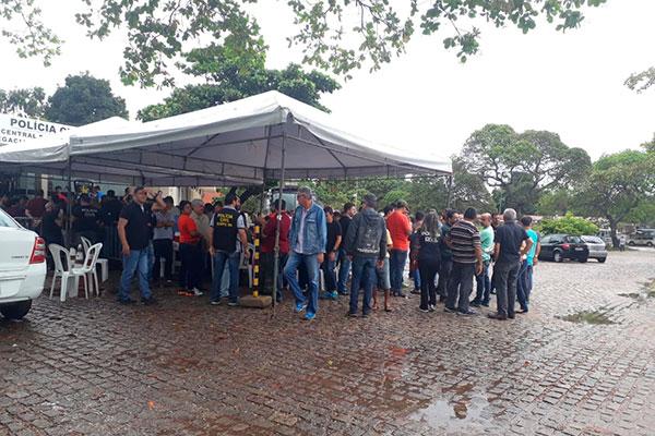 Agentes e escrivães fecharam o acesso à Delegacia Geral e da Central de Flagrantes. Apenas a Plantão da ZN, em Natal, funcionou para atendimento à população