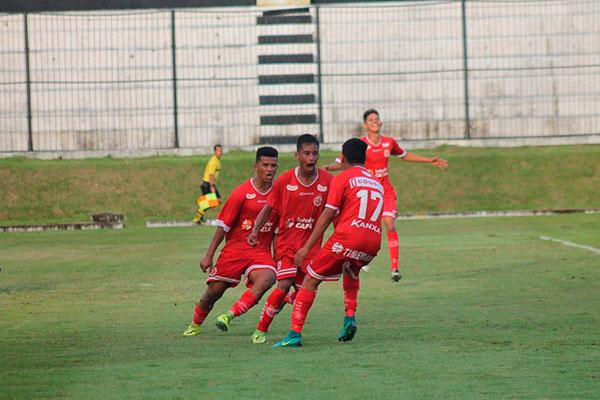 Lateral-direita Victor marcou o gol que garantiu a classificação