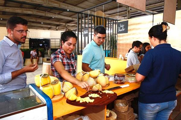Exposição de queijos artesanais atrai apreciadores do produto