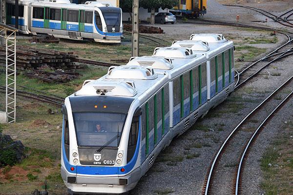 CBTU opera, atualmente, com cinco VLTs e duas locomotivas antigas, que realizam 30 viagens diárias