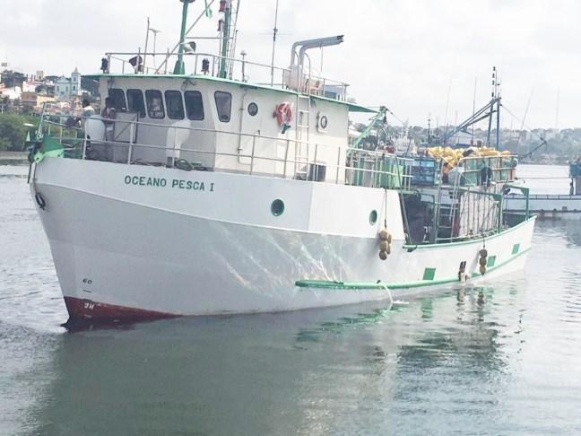 Oceano Pesca I tem 22 metros de comprimento e foi atacado por embarcação de 42 metros