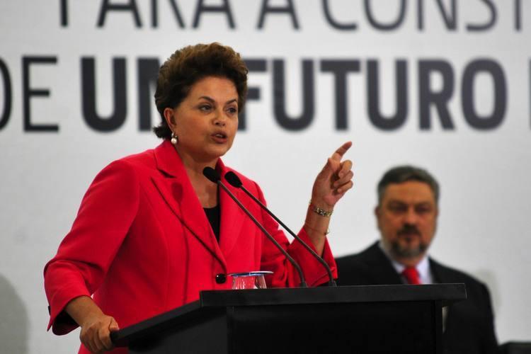 Dilma Rousseff afirma que vai negociar com o Senado