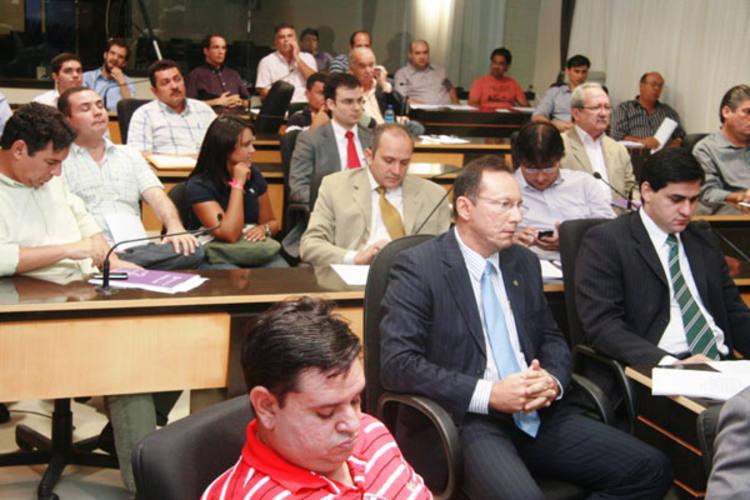 Vereadores debateram projeto com empresários e Ministério Público
