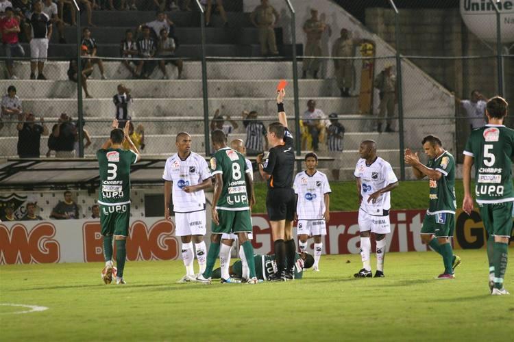 Marcus Vinícius foi expulso e prejudicou a equipe alvinegra