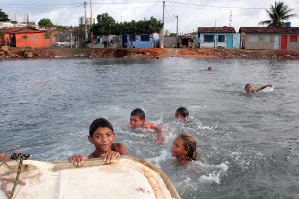 Maioria das ações impetradas pela Promotoria de Defesa do Meio Ambiente responsabiliza Caern, Idema ou Secretaria de Recursos Hídricos pela poluição no Potengi. Falta de fiscalização é o maior problema
