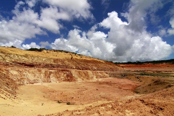 A área em questão é pertencente a JC Oliveira Mineração e está fornecendo piçarro utilizado na obra de construção da Arena das Dunas