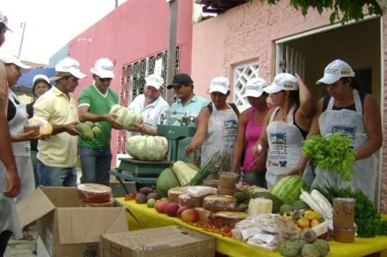Caiçara do Rio do Ventos: frutas, verduras, derivados do leite, carnes, doces, bolos e mel estão entre os produtos que beneficiam a população
