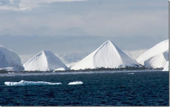 piramideantartida thumb Derretimento das geleiras na Antártida estão revelando pirâmides