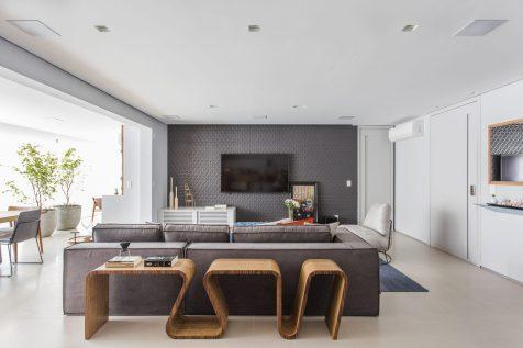 Modernidade nas definições do mobiliário presente na área social do projeto capitaneado pela arquiteta Roberta Iervolino Giglio.