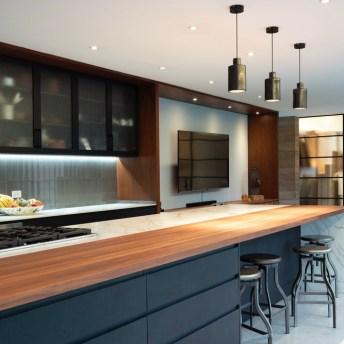 Na cozinha, os moradores podem abusar da bancada para realizar refeições, além da possibilidade de utilizar o conforto da sala para assistir a TV.